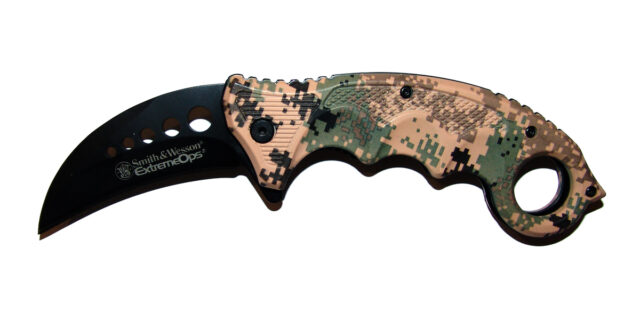 """Bear Claw"" Folding Pocket Knife (Digital Camo) - NEW"